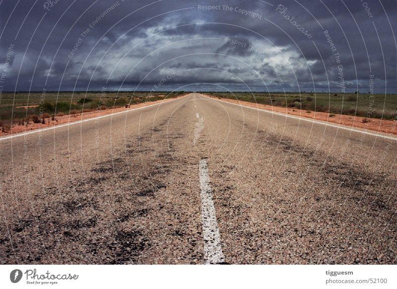 Immer gerade aus (... ins Nirgendwo) Wolken Einsamkeit Straße dunkel Horizont Unwetter Australien Gewitterwolken