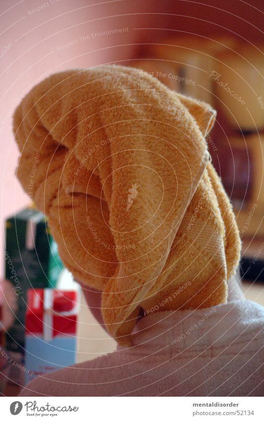 Kaffee schon fertig? Frau Haare & Frisuren Küche trocknen Handtuch Bademantel Kaffeemaschine