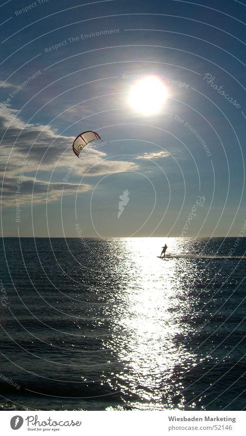 Freiheit Geschwindigkeit nass Meer Wassersport Dämmerung Sonnenuntergang Venezuela Strand Surfer Mann Abenteuer Ferien & Urlaub & Reisen Erholung Außenaufnahme