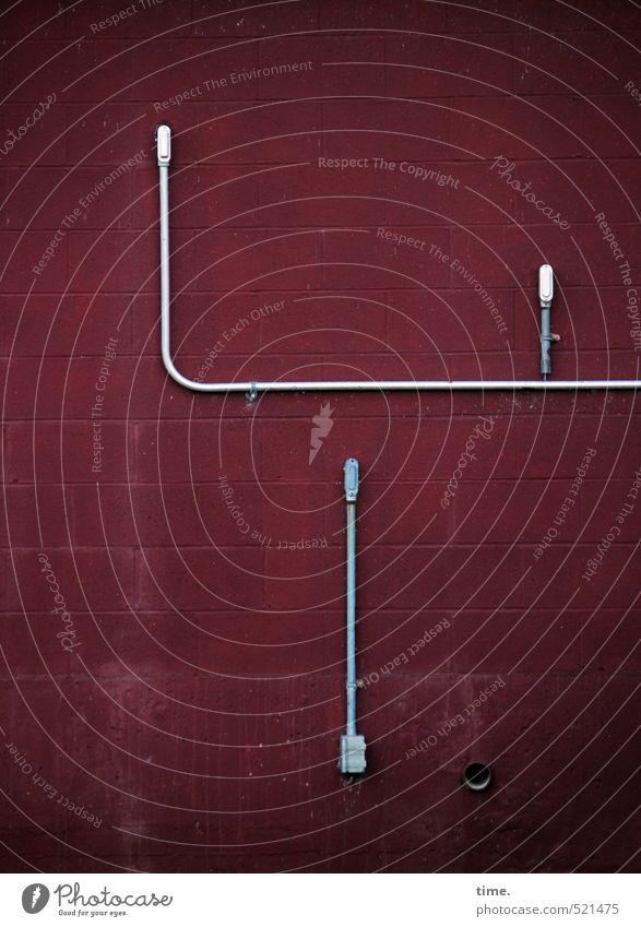 Wand mit Loch und Kabeln Technik & Technologie Energiewirtschaft Hochspannungsleitung Mauer eckig rot weiß Partnerschaft Genauigkeit Kreativität Problemlösung