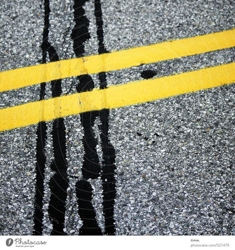 Asphaltfieber schwarz gelb Straße Wege & Pfade Linie Verkehr Schilder & Markierungen Ordnung Kommunizieren kaputt Vergänglichkeit Wandel & Veränderung Sicherheit geheimnisvoll Asphalt Zusammenhalt
