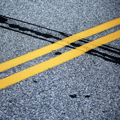 Asphaltfieber II Verkehr Verkehrswege Straße Wege & Pfade Markierungslinie Schilder & Markierungen Teer Stein Linie kaputt gelb schwarz Partnerschaft
