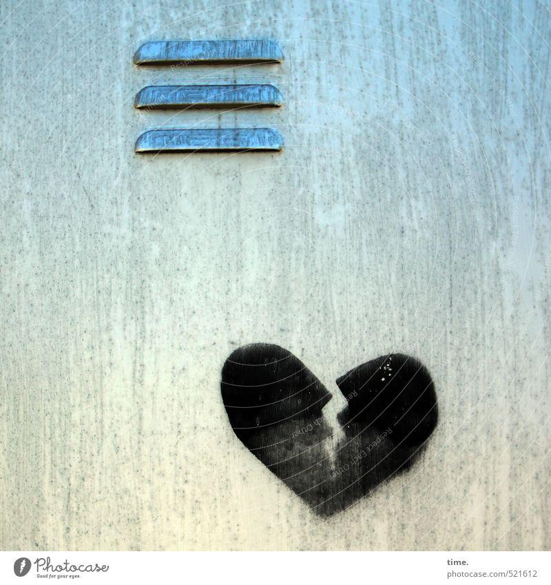 Traueranzeige Stadt Farbe Einsamkeit Wand Traurigkeit Graffiti Liebe Mauer Fassade Metall Herz Vergänglichkeit Vergangenheit Leidenschaft Schmerz
