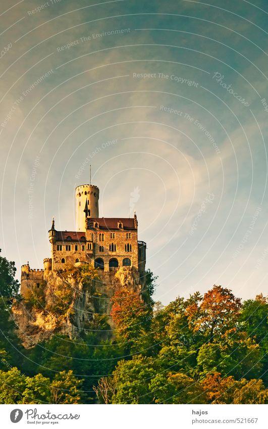 Schloss Lichtenstein Deutschland Tourismus Romantik Burg oder Schloss Sehenswürdigkeit Bekanntheit Attraktion Mittelalter Baden-Württemberg Ausflugsziel