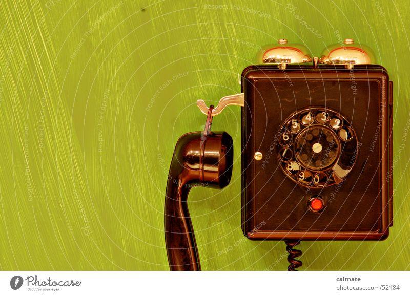 - nun ist schluss mit retro ;) - Telefon Wählscheibe Ziffern & Zahlen Anschluss Telekommunikation phone wandtelephon Klingel roter knopf Kontakt telecom