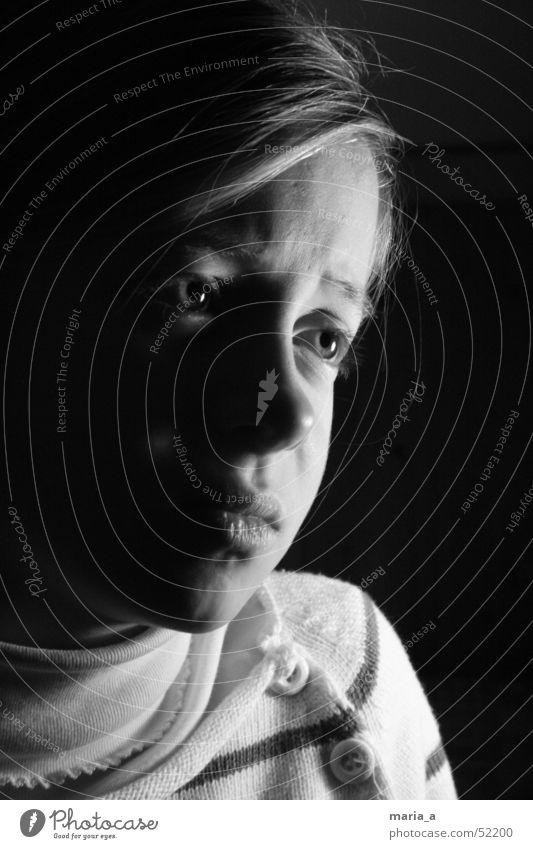 Mädchen #1 Kind Gesicht Auge dunkel Gefühle Haare & Frisuren Traurigkeit Mund hell Nase Trauer Verzweiflung Gesichtsausdruck Fragen Knöpfe