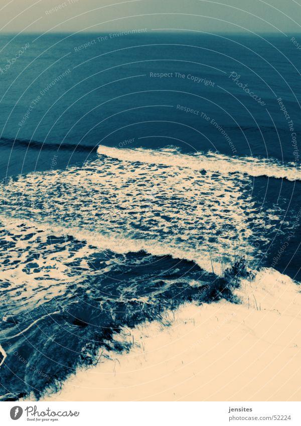 Brandung II Wasser weiß Meer blau Winter Schnee Wellen Deutschland Aussicht Ostsee Schaum Klippe Gischt