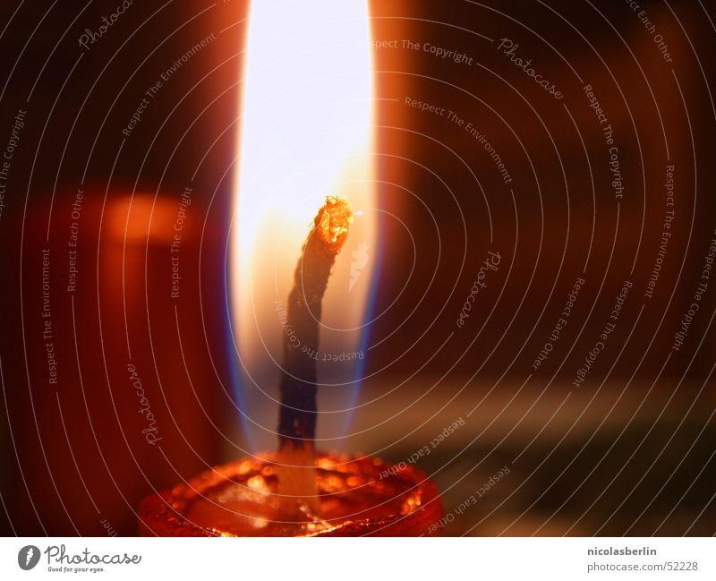 light up my fire! Freude Valentinstag Wärme Kerze heiß hell schön rot Zufriedenheit Lebensfreude Leidenschaft Warmherzigkeit Romantik Trauer Kitsch Wachs Flamme