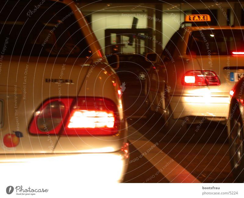 Stau in Köln Taxi Nacht Verkehrsstau