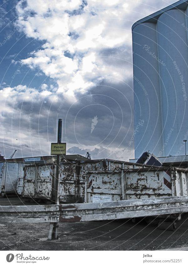 Parken verboten! Dachboden Himmel Wolken Hafen Gebäude Container Stahl Verbote parken Industriefotografie Schrott Müll Eisen Silo Leitplanke Harburg cloud sky
