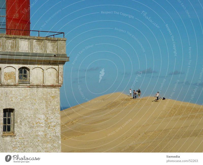 Dänische Wüste #1 Leuchtturm Sandverwehung Sandsturm Wanderdüne Rubjerg Knude Stranddüne Mensch Wind Himmel lonstup Dänemark