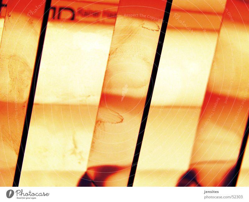 slo burn rot gelb Lampe orange Metall glänzend Neonlicht Aluminium