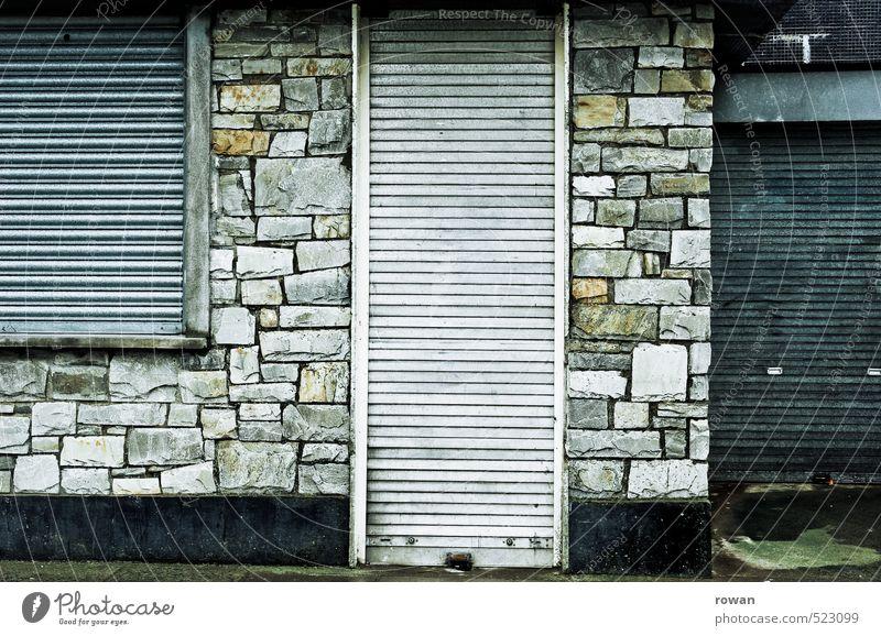 geschlossen Menschenleer Industrieanlage Mauer Wand Fassade Stadt Sicherheit Einbruch Einbruchsicher Rollladen Metallwaren Eingang Fenster Diebstahl