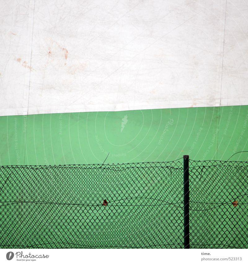 Kleines Tennis, nurmehr Hamburg Halle Zelt Zeltplane Mauer Wand Fassade Zaun Zaunpfahl Maschendraht Maschendrahtzaun Metall Kunststoff Netz kaputt trashig trist