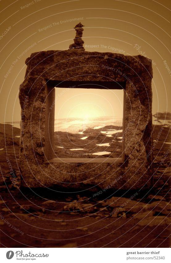 stonewindow Natur schön Himmel Sonne Sommer Ferne Schnee Fenster Berge u. Gebirge Stein Landschaft Stimmung braun Wetter Umwelt gold