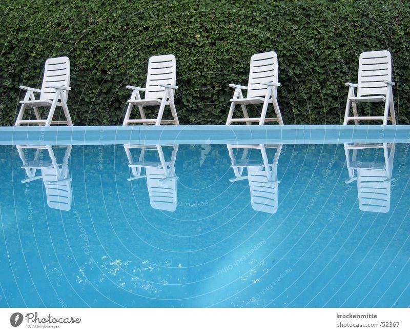 ein hauch hockney Schwimmbad grün Freizeit & Hobby ruhig Ferien & Urlaub & Reisen Hotel Gartenstuhl Reflexion & Spiegelung Hecke Italien Wasser Stuhl blau