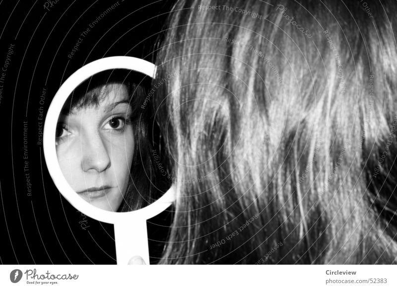 Im Spiegel #1 Frau Reflexion & Spiegelung schwarz weiß Mensch Porträt Haare & Frisuren Gesicht Kopf Schwarzweißfoto Schatten woman mirror hair face head humans