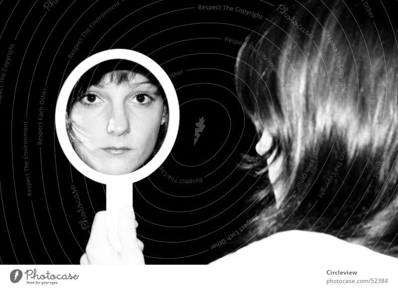 Im Spiegel #2 Frau Reflexion & Spiegelung schwarz weiß Mensch Porträt Haare & Frisuren Gesicht Kopf Schwarzweißfoto Schatten woman mirror hair face head humans