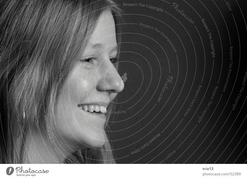 glücklich... Porträt Frau Zufriedenheit Schwarzweißfoto Glück Seite Kopf Gesicht Haare & Frisuren Nase Auge Mund Detailaufnahme Blick lachen