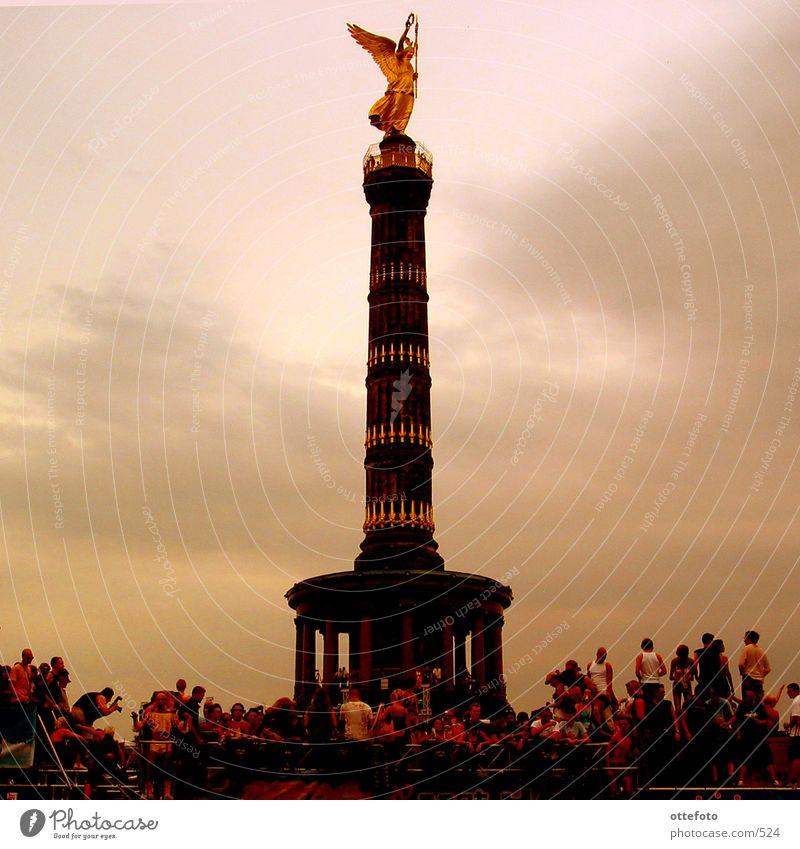 Siegessäule (Love Parade 2002) Mensch Berlin Abend