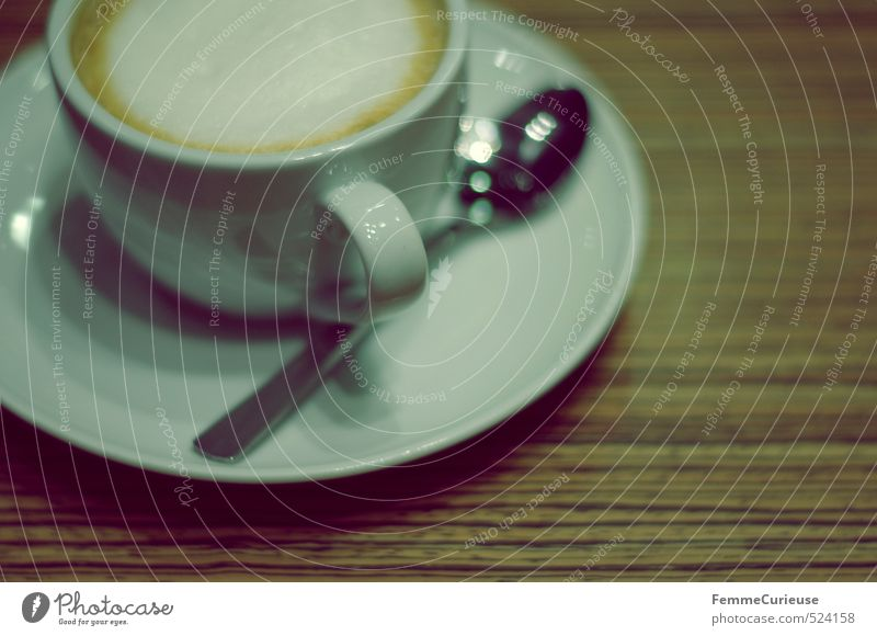 Kaffeepause. Lebensmittel Frühstück Kaffeetrinken Büffet Brunch Bioprodukte Getränk Heißgetränk Latte Macchiato Geschirr Teller Tasse Löffel Erholung