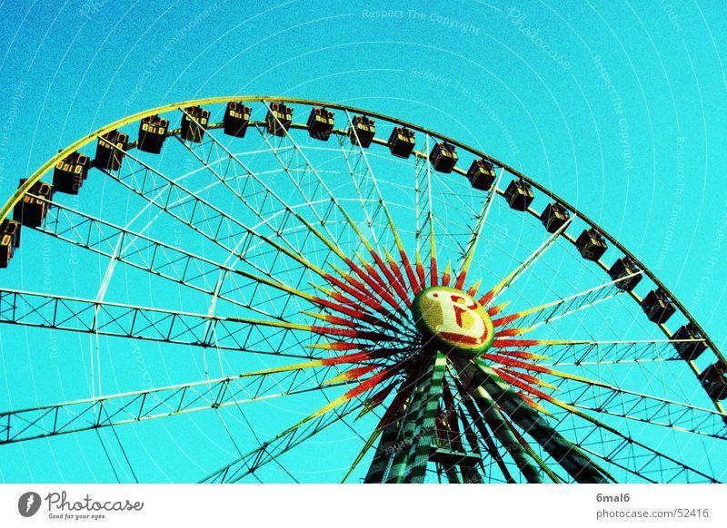 spinning wheel blau Farbe Feste & Feiern Angst Geschwindigkeit Niveau Jahrmarkt Zirkus Riesenrad