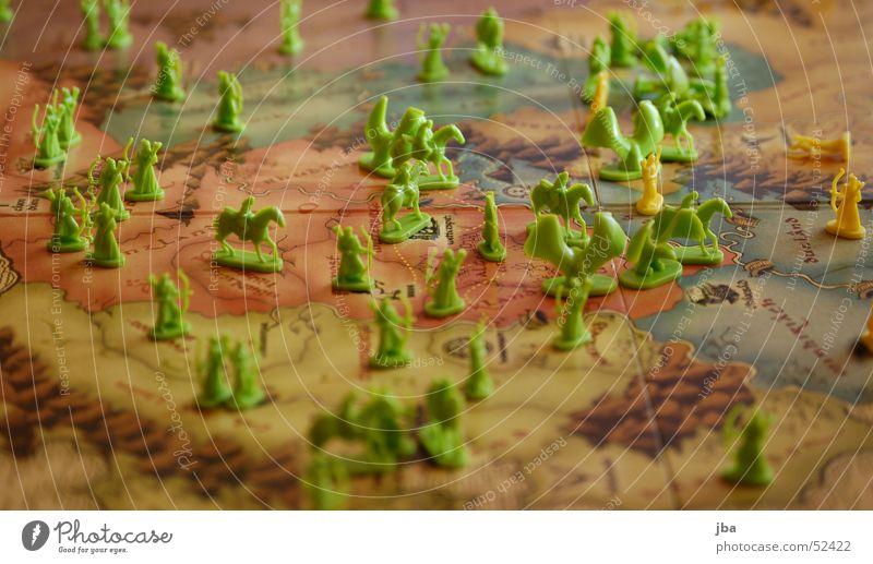 Grün gewinnt grün gelb Spielen Feld Pferd Macht gefährlich Amerika Spielfeld Krieg verlieren Spielfigur Reiter dominant