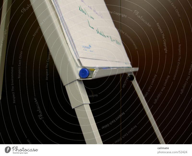 - flipchart - Arbeit & Erwerbstätigkeit Schriftsteller Filzstift Blatt Theorie Präsentation vorzeigen dozieren Bildung Schule schreiben notitzen planen zeichnen