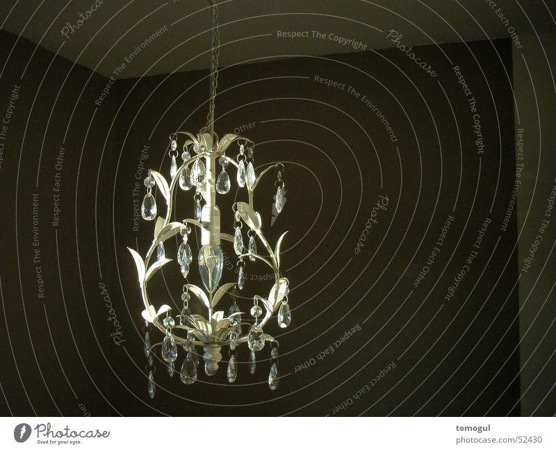 alter Leuchter – neues Licht Kronleuchter Lampe ornamental Raum Beleuchtung