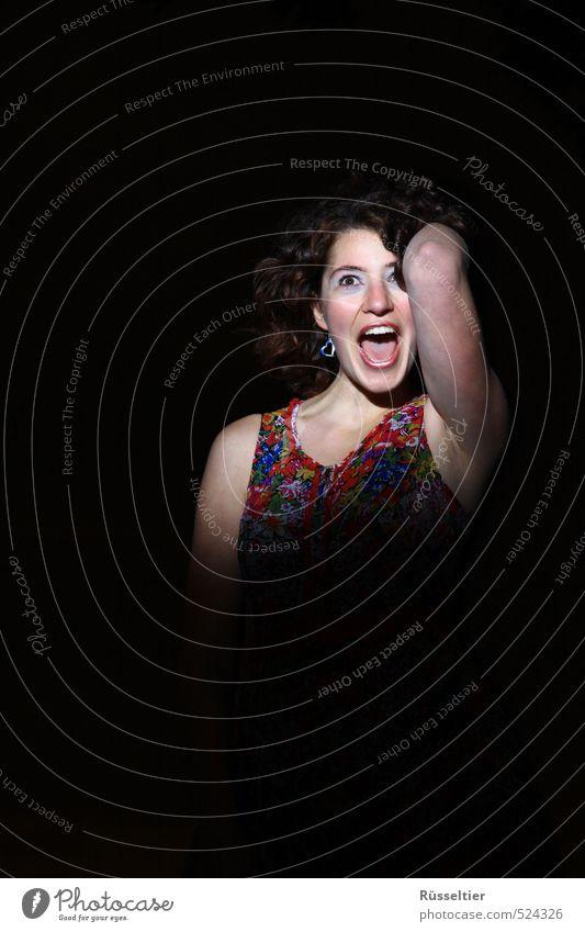 Lindenschrei Leben feminin Frau Erwachsene Gesicht 1 Mensch 18-30 Jahre Jugendliche brünett schreien Fröhlichkeit Überraschung Farbfoto mehrfarbig Außenaufnahme