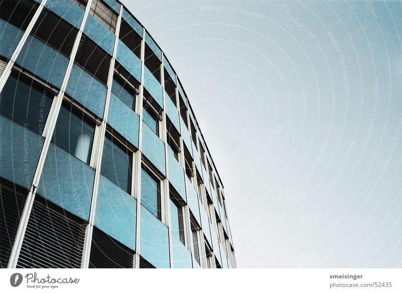 Bürogebäude Himmel Haus Fenster Gebäude Arbeit & Erwerbstätigkeit Glas Baustelle Bauwerk Dienstleistungsgewerbe Anzug Fensterscheibe Unternehmen Verwaltung