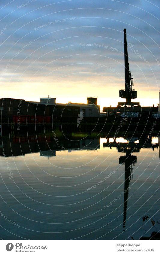 industrie034 Kran Ruhrgebiet Stimmung Wolken Industriefotografie Abend Dämmerung