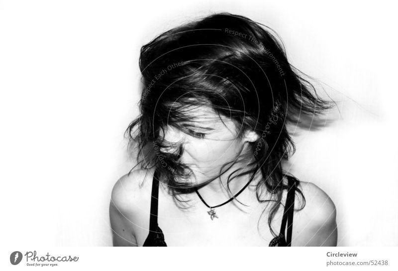 Gegenwind #1 Frau Mensch weiß Freude Gesicht schwarz Gefühle Bewegung Haare & Frisuren Kopf Kraft Wind Geschwindigkeit Aktion Schwarzweißfoto