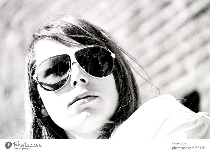 just cool Frau Sonnenbrille Fliegerbrille retro schwarz weiß Sommer old-school Schwarzweißfoto
