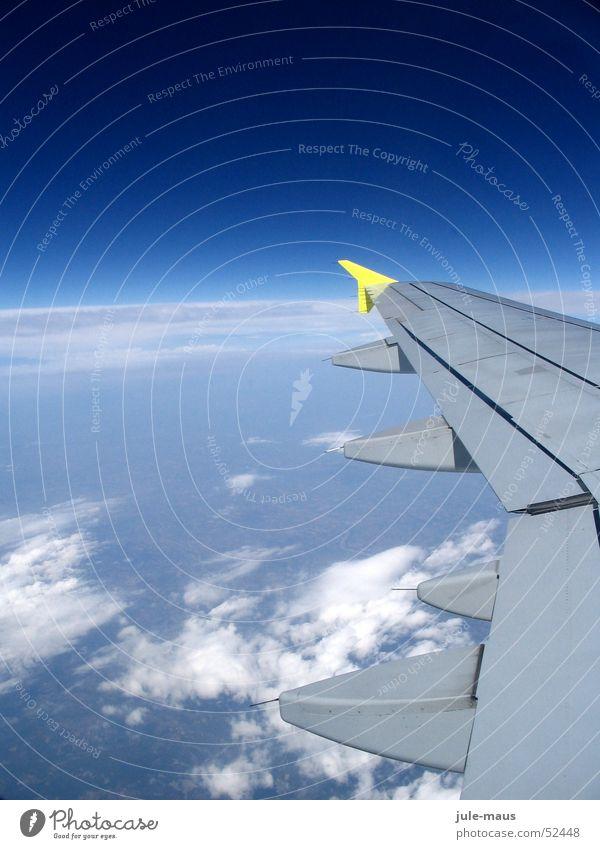 Da berühren sich Himmel und Erde Wolken Flugzeug Abdeckung Luft fliegen Flügel aeroplane sky earth Stimmung air clouds heaven wing