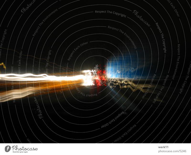 14 Sekunden A4 Langzeitbelichtung Nacht Autobahn dunkel Geschwindigkeit Verkehr Licht