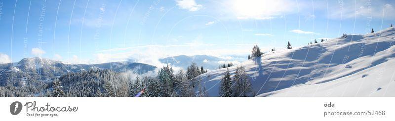 Ein Wintermärchen Wald Baum Schnee kalt Tiefschnee Panorama (Aussicht) Alm Sonne Himmel groß Panorama (Bildformat)