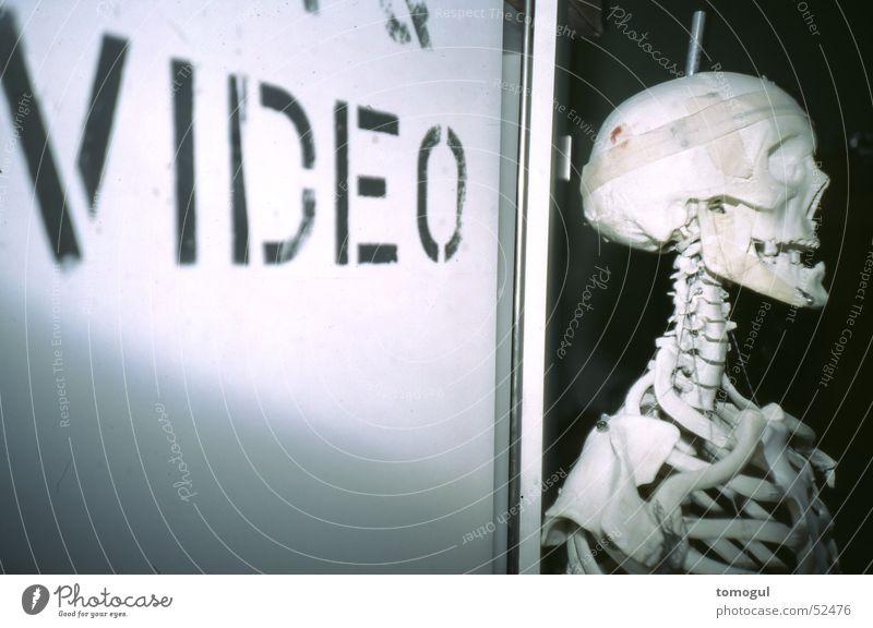 Ich sehe was du nicht siehst Tod grinsen Video Skelett Schädel