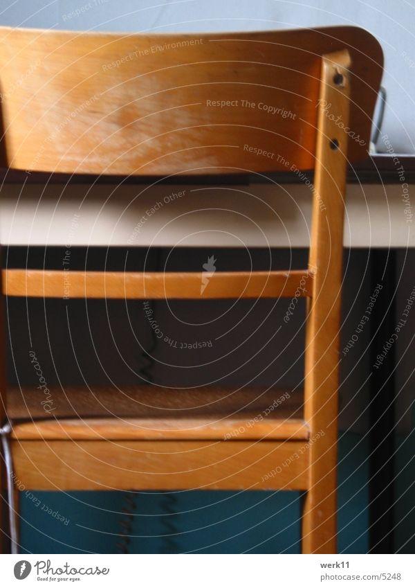Unbequem Holz braun Stuhl Häusliches Leben schäbig Sitzgelegenheit unbequem