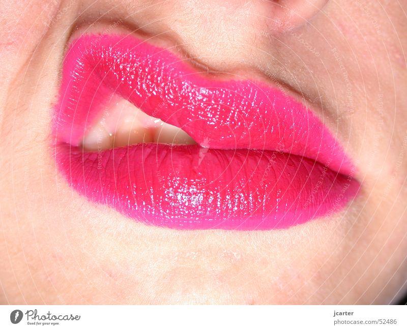 angry Frau rot Gesicht Mund rosa Haut Zähne Lippen Küssen Wut Leidenschaft Schminke Partnerschaft Ärger Lippenstift Kussmund