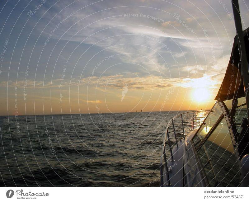 Lake Michigan Amerika Chicago Nordamerika Kanada See Wellen stark Kraft Sonnenuntergang Romantik Meer Wasserfahrzeug Geschwindigkeit groß fahren Verlauf schön