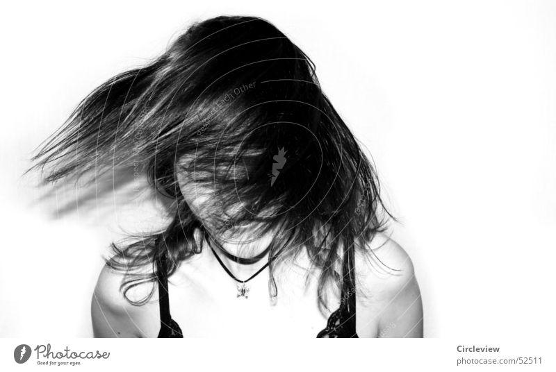 Gegenwind #3 Frau schwarz weiß Mensch schütteln Aktion Porträt Haare & Frisuren Gesicht Kopf Schwarzweißfoto Schatten woman hair face head humans black white
