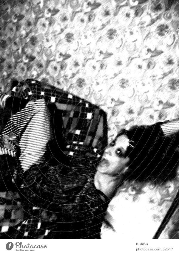 Abgestürzt schwarz weiß Sessel Frau Tapete retro schreien Licht fallen stürtzen sitzen Schatten