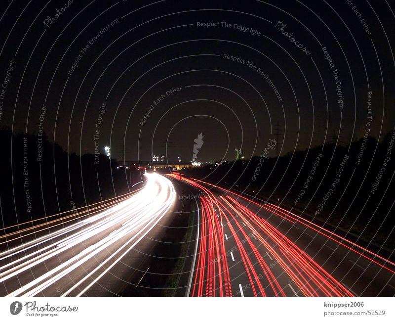 Autobahn bie Nacht weiß rot Straße Verkehr Streifen Autobahn Mobilität Ruhrgebiet Nachtaufnahme