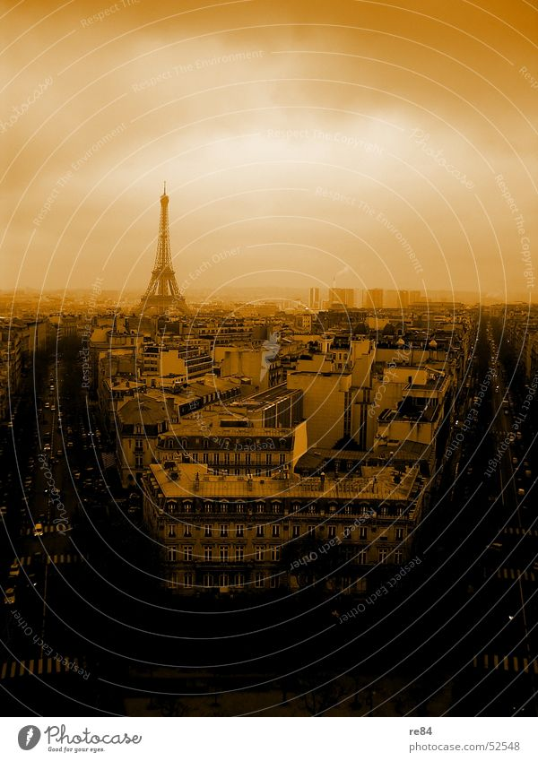 Paris, nicht Hilton,  from the block Himmel Stadt Haus schwarz Wolken Straße orange Horizont Perspektive Kreis Niveau Aussicht Dach Turm Stahl