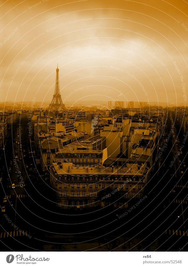 Paris, nicht Hilton,  from the block Tour d'Eiffel Arc de Triomphe Frankreich Stadt Haus Block Horizont schwarz Dach Kreis Stahl Wolken trüb Blick Aussicht