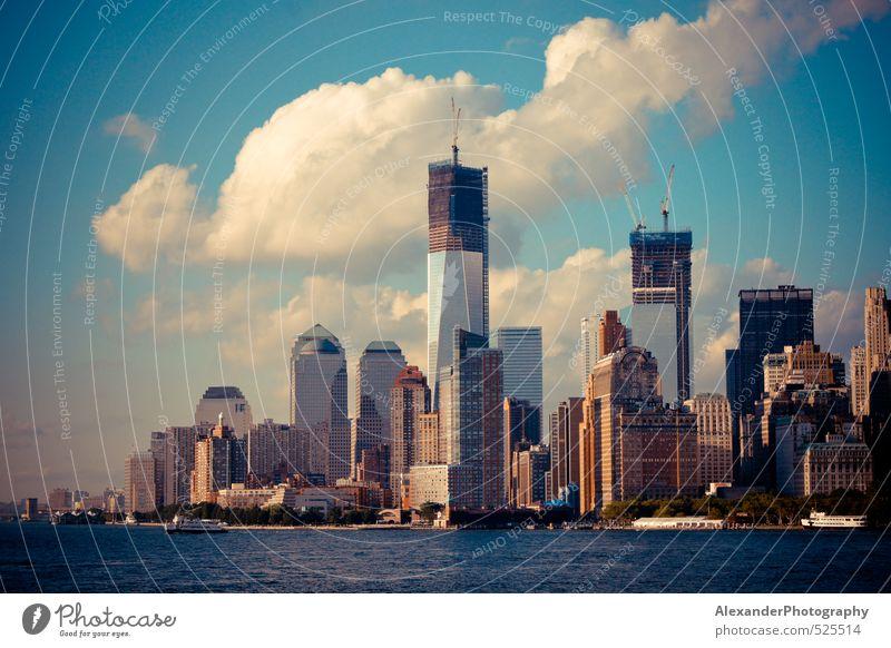 Manhattan Skyline 2012 New York City Stars and Stripes Nordamerika Hochhaus Architektur Kultur modern Farbfoto Außenaufnahme Tag Starke Tiefenschärfe Totale