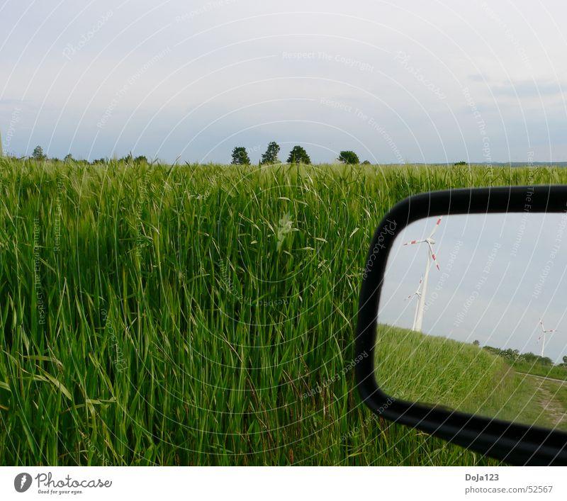 Windkraft im Spiegel - Neue Energie Feld Baum Horizont Wolken Windkraftanlage Fußweg Gras Rückspiegel Reflexion & Spiegelung Streifen Hügel Himmel Länder Natur
