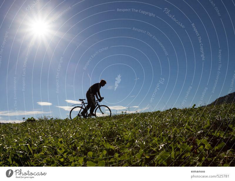 cyclistic II Mensch Himmel Natur Ferien & Urlaub & Reisen Mann blau grün Sommer Sonne Landschaft Freude Erwachsene Berge u. Gebirge Sport Gras Freiheit