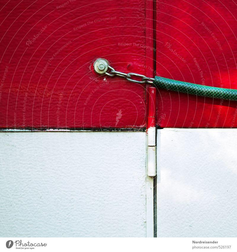 Verschlusssache..... Camping Wohnwagen Metall Kunststoff Linie Häusliches Leben rot weiß Sicherheit Schutz Kreativität skurril sparsam Schraube Kette Schloss
